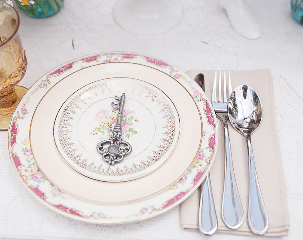 mix match vintage china for wedding